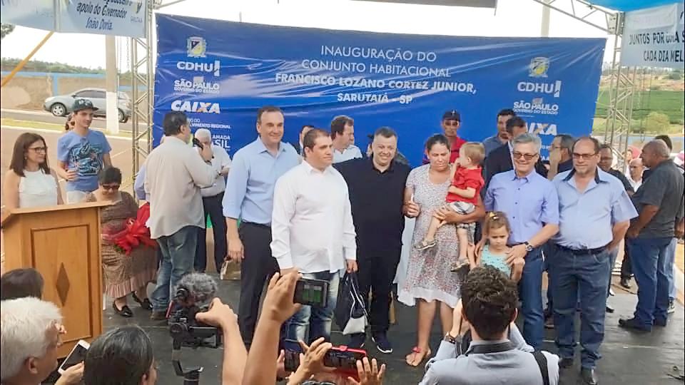 https://www.jornalacomarca.com.br/wp-content/uploads/2019/10/sarutaiá-entrega-das-casas-2.jpg