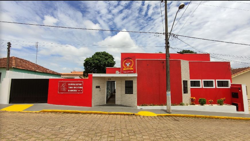 https://www.jornalacomarca.com.br/wp-content/uploads/2020/01/colégio-católico.jpg