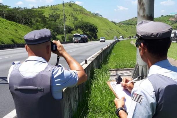 https://www.jornalacomarca.com.br/wp-content/uploads/2020/11/policia-rodoviaria-aplica-quase-40-mil-multas-no-fim-de-semana-5e14686695a8c.jpg
