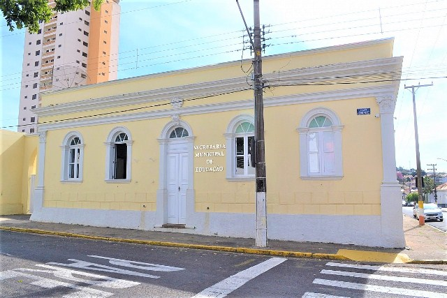 https://www.jornalacomarca.com.br/wp-content/uploads/2021/01/Secretaria-Municipal-da-Educacao.jpg