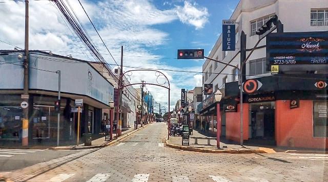https://www.jornalacomarca.com.br/wp-content/uploads/2021/02/Rua-Rio-Grande-do-Sul-deserta.jpg