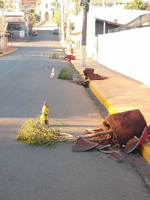 https://www.jornalacomarca.com.br/wp-content/uploads/2021/08/Vandalismo-em-ASB-3.jpg