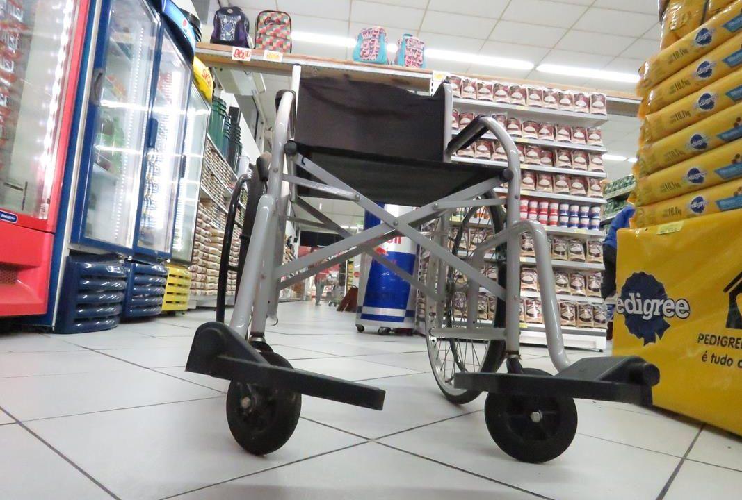 https://www.jornalacomarca.com.br/wp-content/uploads/2021/09/cadeiras-de-rodas-em-supermercados-1067x720.jpg